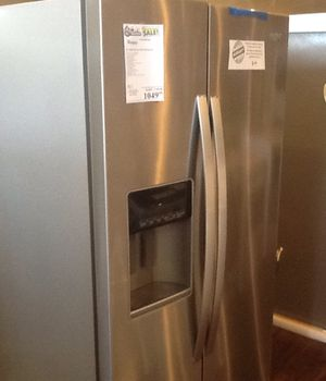 New open box whirlpool refrigerator WRS588FFIHZ for Sale in Downey, CA