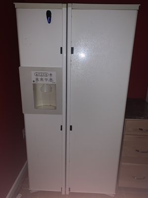 GE Refrigerator for Sale in Brownstown Charter Township, MI