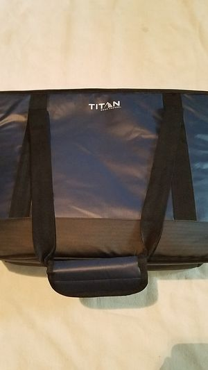 TITAN DEEP FREEZE / ARTIC ZONE BAG for Sale in Coral Springs, FL