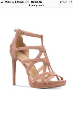7.5M MICHAEL KORS NEUTRAL STRAP HEELS for Sale in Miami Gardens, FL