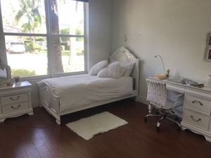 Bedroom set : bed, desk and side table almost new for Sale in Weston, FL