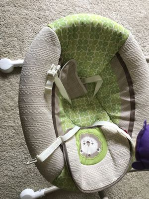 Fisher Price Deluxe Cradle n swing, Rainforest for Sale in Chesterfield, MO