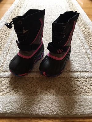 Toddler Girl snow boots-size 5 for Sale in Pelham, NH