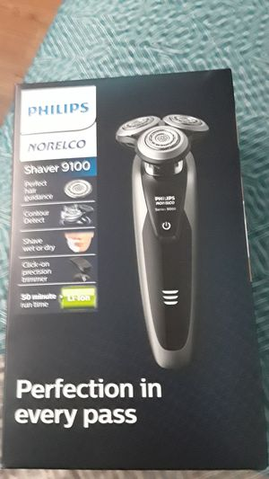 Phillips norelco shaver 9100 for Sale in Victoria, TX