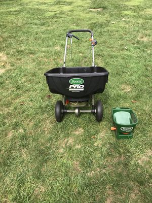 Scotts Pro Edgeguard and HandyGreen Spreaders for Sale in Plymouth Meeting, PA