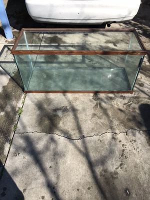 FISH TANK for Sale in Los Angeles, CA