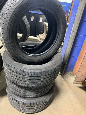 GoodYear Comfortred Touring 235/55/R17 for Sale in Oak Forest, IL