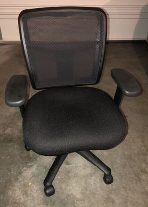 FOUR Mesh back office chairs for Sale in Renton, WA
