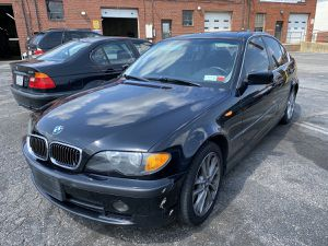 Bmw 2005 330Xi MANUAL RUNS GOOD N CLEAN for Sale in Mount Rainier, MD