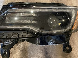 Jeep Grand Cherokee SRT HID Left Headlight w/LED DRL for Sale in Silver Spring,  MD