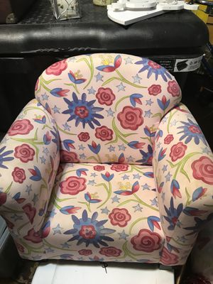 Kids Floral Chair & Pink Wood Table for Sale in Tuckerton, NJ