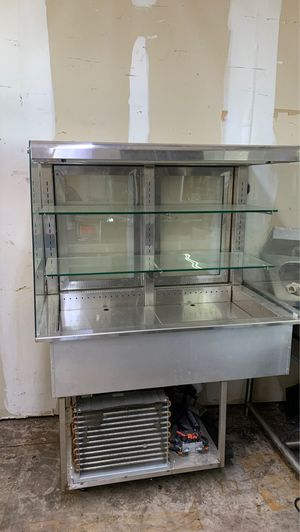 Refrigerated food display for Sale in Richardson, TX