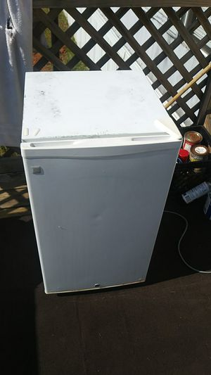 Mini fridge for Sale in Greenville, SC