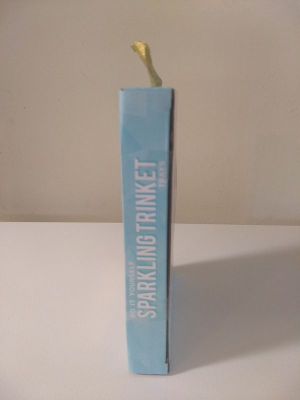 Girls DIY Sequin Glitter Craft Kit Sparkling Trinket Trays Art Kit New In Box