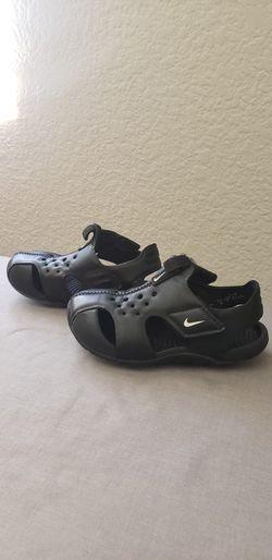 NIKE toddler Black Sandles Size 9c for Sale in Fontana, CA