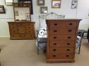 Chest of drawers and dresser with mirror $300 for set for Sale in Tulsa, OK