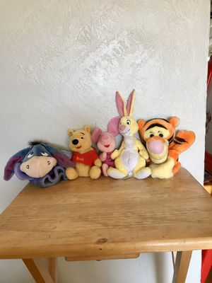 DISNEY WINNIE THE POOH COLLECTION like new for Sale in Fresno, CA