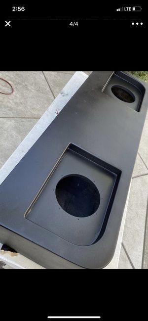 2004 Sierra extra cab subwoofer box for 8s for Sale in Ripon, CA