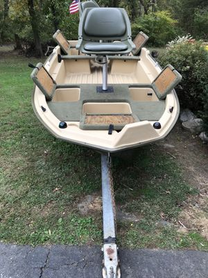 Sun Dolphin 120 Pro Bass Boat with engine included for Sale in Allentown, NJ