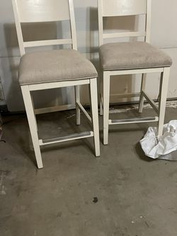 Set Of Counter Height Barstools, 25inches From Floor To Seat for Sale in Fowler,  CA