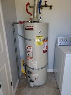 Water heaters with a one year warranty for Sale in Colton, CA