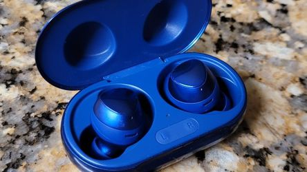 Galaxy Buds + Aura Blue for Sale in Miami,  FL