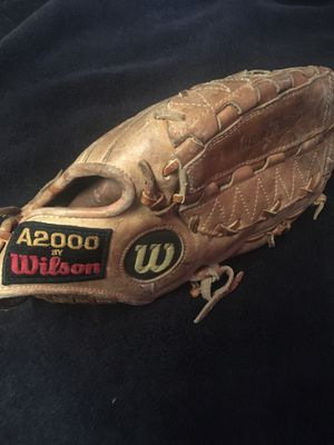 Wilson A2000 11 3/4 baseball or softball glove good condition for Sale in Fullerton, CA