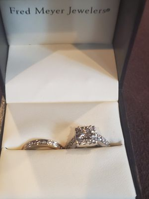princess cut 1 carat diomond engagement ring and band for Sale in Kelso, WA