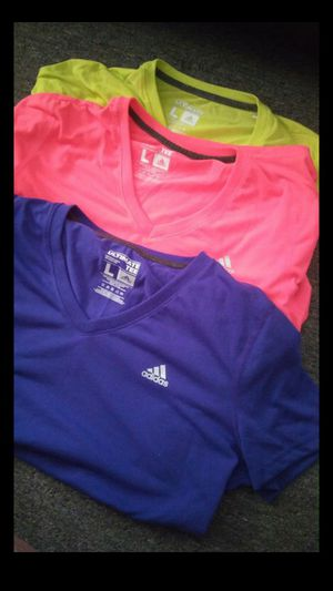 3 adidas ultimate tee women for Sale in Silver Spring, MD