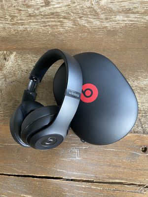 Beats Wireless Noise-Cancelling Headphones for Sale in Chicago, IL