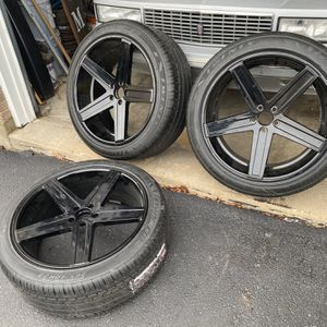 22 Wheels Staggered 3-only 285/40/22 -265/40/22 for Sale in Plainfield, IL