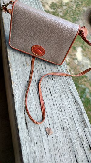 Small Dooney & Bourke shoulder purse for Sale in Columbus, OH