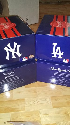 SCENTSY BRAND NEW LA DODGERS AND NEW YORK YANKEES WARMERS for Sale in Norwalk, CA