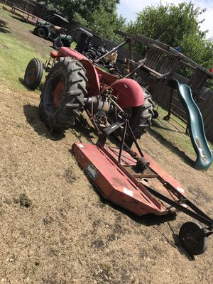 Tractor with shredder for Sale in Castroville, TX