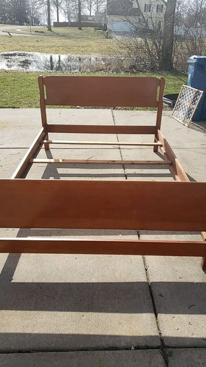 Full sz bed frame for Sale in Warren, OH