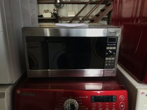 Panasonic 2.2 cu ft microwave for Sale in Houston, TX