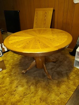 Kitchen table with leaf for Sale in Reynoldsburg, OH