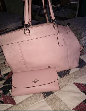 Authentic Pink Coach purse and matching wallet for Sale in Spanaway, WA