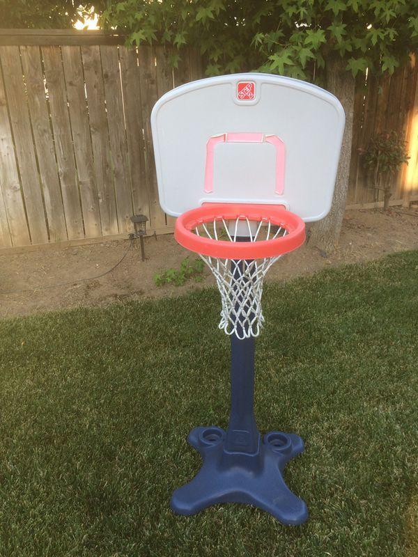 Selling a kids 2step basketball hoop
