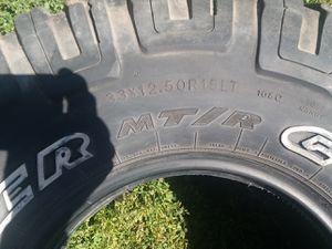33x12.5x15 tire for Sale in Stockton, CA