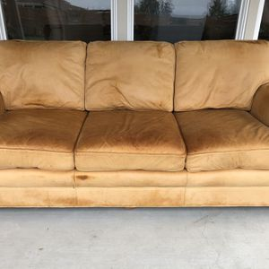 Couch - Free for Sale in Kirkland, WA