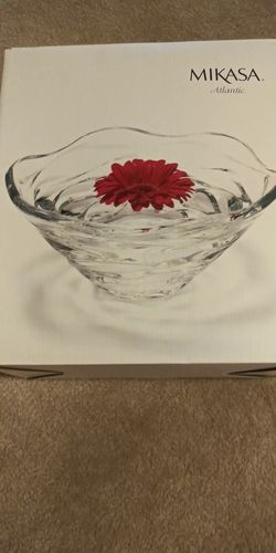 Mikasa Crystal Bowl for Sale in MONTGOMRY VLG,  MD