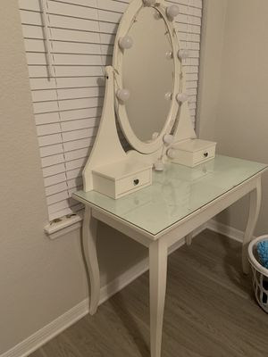 Makeup vanity for Sale in Tampa, FL
