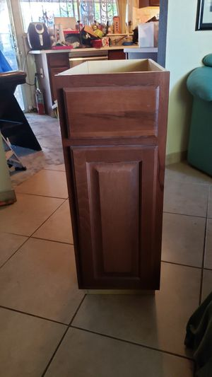"Hampton bay Kitchen base Cabinet 12"" x 34 1/2""H for Sale in Miami, FL"