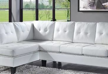WHTE BONDED LEATHER SECTIONAL CHAISE TUFTED NAILHEAD ACCENTS SOFA LOUNGE COUCH - SILLON SECCIONAL for Sale in Rancho Cucamonga,  CA