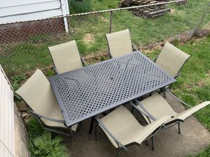 Patio furniture with umbrella for Sale in Cleveland, OH