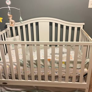White Graco Crib w/ mattress for Sale in Capitol Heights, MD