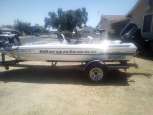 clean 1998 Dyna Trak bass boat for Sale in Fresno, CA