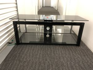 Init NT-C1205C Glass TV stand for Sale in Glendale, CA
