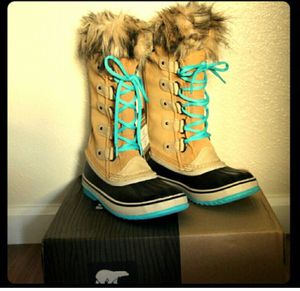 Sorel boots woman's size 6 for Sale in Ashburn, VA
